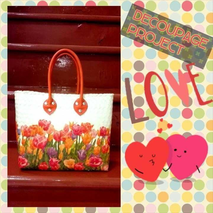 Flowery hand rattan bag
