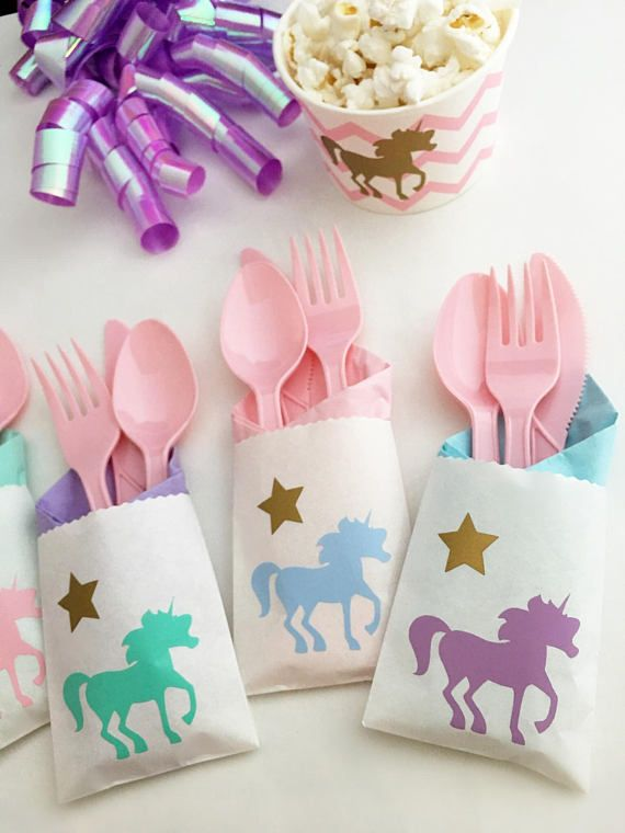 Unicorn Cutlery Bags - Set of 24 These beautiful unicorn cutlery bags will perfectly compliment your unicorn party decor, adding a beautiful pastel rainbow of colors. Consider placing in a fun basket for guests to grab at the food table, or adorn each place setting at the table. They are simply exquisite! This listing includes: •24 white bags affixed with a unicorn decal and gold star (unicorn colors: pink, lavender, sky blue, mint) •24 plain beverage napkins (napkin colors: blue, mint…