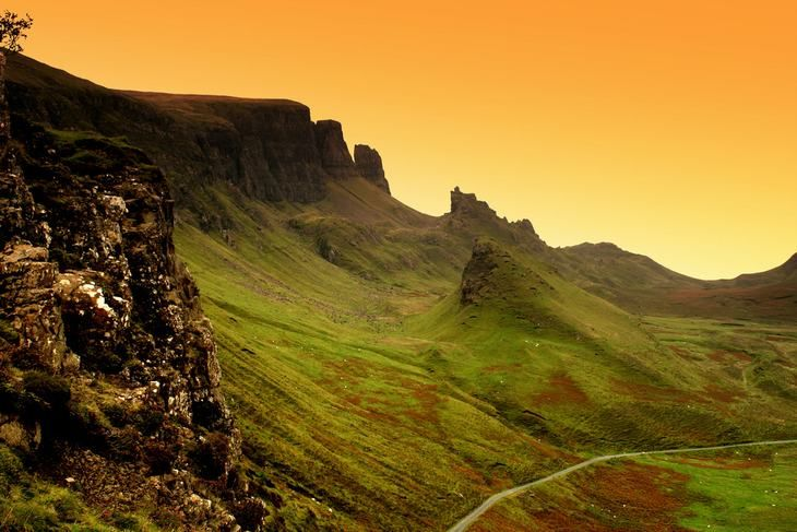 El Quiraing, Skye  Este impresionante lugar realmente evoca los tiempos es que los antiguos clanes de las tierras altas de Escocia se disputaban su permanencia en la isla, espada a espada.