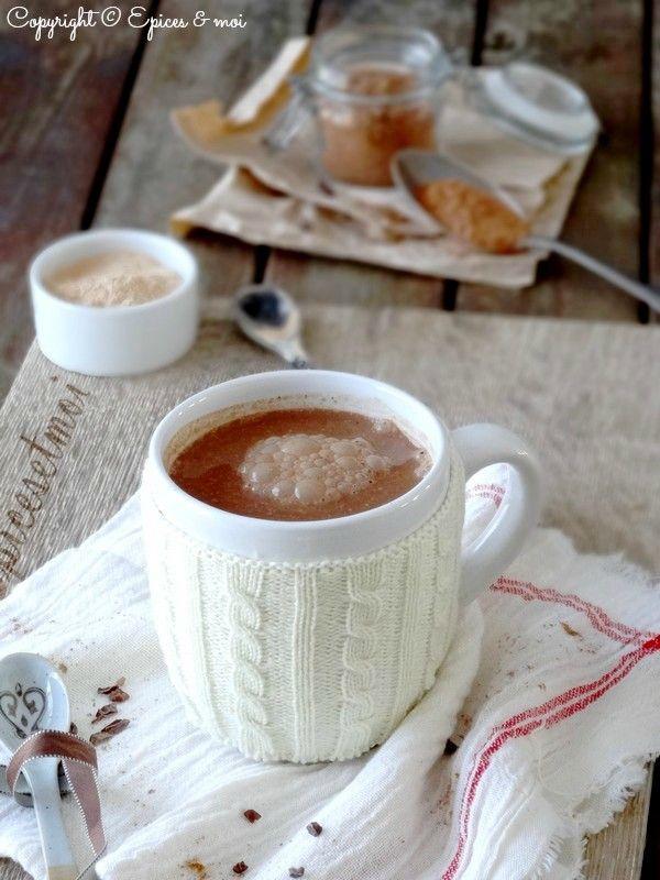 Chocolat 'chaud' au chocolat cru { Lucuma, caroube, cannelle, cardamome, vanille }