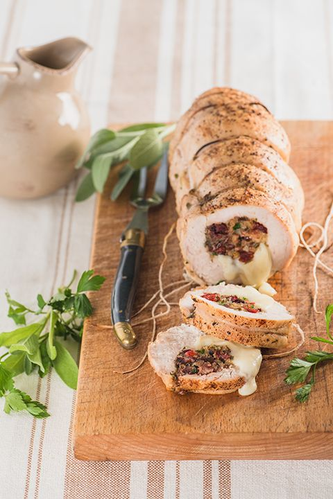 INGREDIENTS BY SAPUTO | For a creative alternative to roast turkey, try our rolled turkey breast recipe, prepared with Saputo Mozzarellissima cheese, cranberry, mushroom and bacon stuffing. Juicy and flavourful, it's the perfect idea for a delightful family dinner.