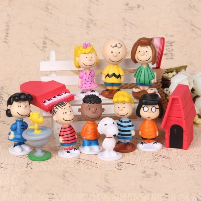Peanuts Charlie Brown Snoopy Lucy Franklin 12 Figure Cake Topper Play set Toy