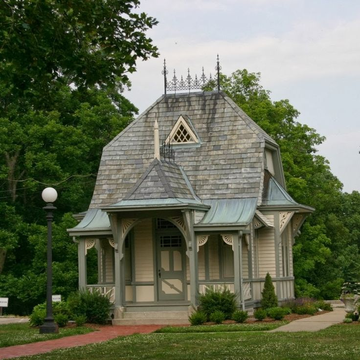 424 best images about victorian houses on pinterest for Victorian play house