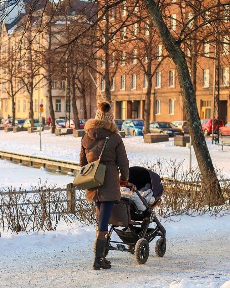 Quality time with mom strolling around in the city! ❤️ . 📷 @pinjaandtheboys . #emmaljunga #nxt90 #realpramsforreallife #barnvagn #kinderwagen #cochecito #barnevogn #momtobe #dadtobe #parentstobe #schwanger #madeinsweden