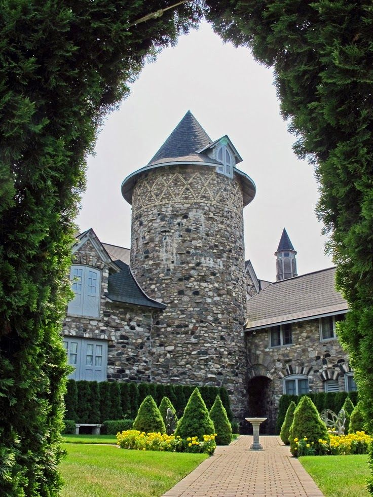 Usa S Top 10 Castles For A Fairytale Wedding Incredible Pictures Travel Places Pinterest Charlevoix Michigan Castle And