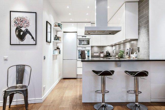 Vemos como la combinación de negro, blanco, gris y madera da grandes resultados para el estilo #nóridco. Da mucha personalildad a esta#cocina la pared de ladrillo en tonos grises.