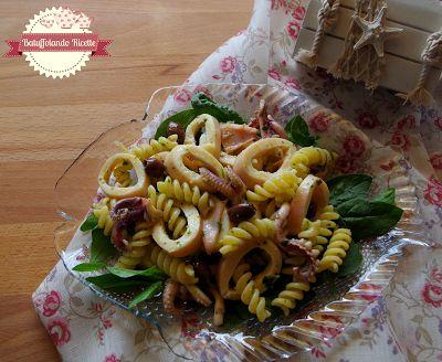 Batuffolando Ricette Insalata di pasta con calamari, spinacini e salsina al basilco