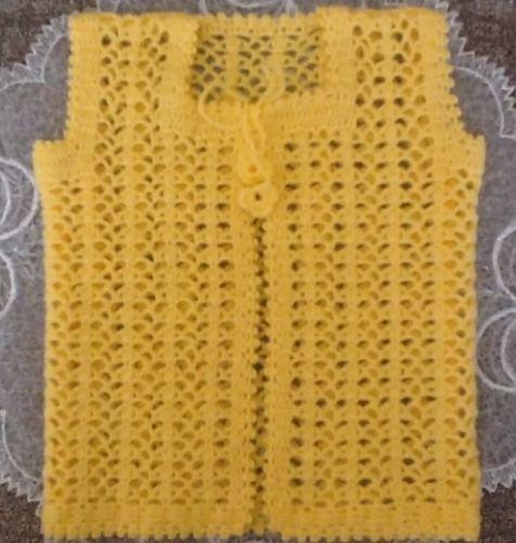 sarı tığ işi bebek yeleği modeli