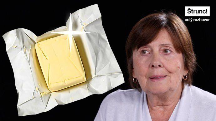 """Na jedné straně záběry lidí, kteří ve velkém skupují zlevněné máslo, na straně druhé přeplněné košíky a tuny vyhozeného jídla. Čeští spotřebitelé patří knejvětším plýtvačům vEvropě. """"Je to takový paradox,"""" říká vrozhovoru sPavlem Štruncem šéfka pražské potravinové banky Věra Doušová. Mezi horlivé nakupovače řadí skupinu lidí, kteří přeplněné košíky považují za součást svého životního stylu. Proč lidi baví nakupování ve velkém? Které věkové vrstvy umí šetřit, a které naopak jídlem…"""