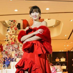 サマンサタバサ表参道の新店舗にLEDクリスマスツリー登場 紗栄子が点灯