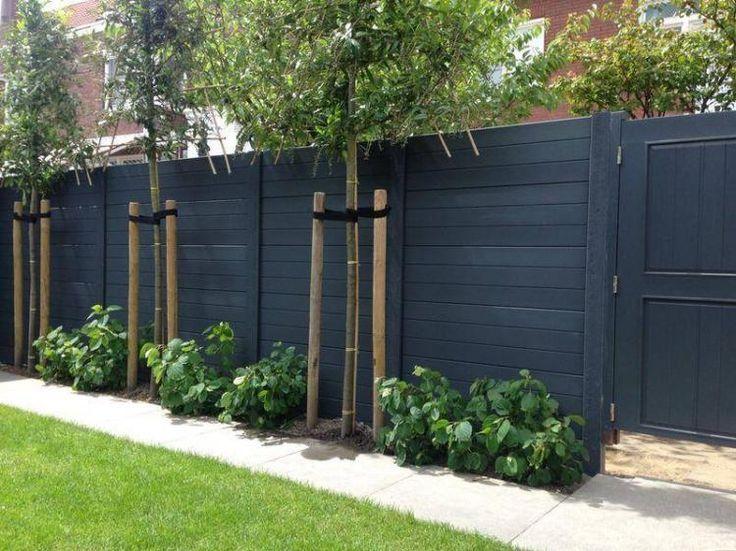 moderne tuin met een prestige beton schutting  tuinafscheiding