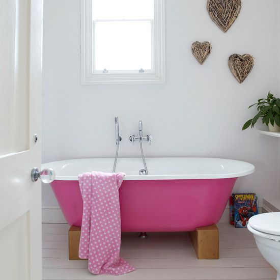 Loved the pink bath and the branches hearts on the wall!