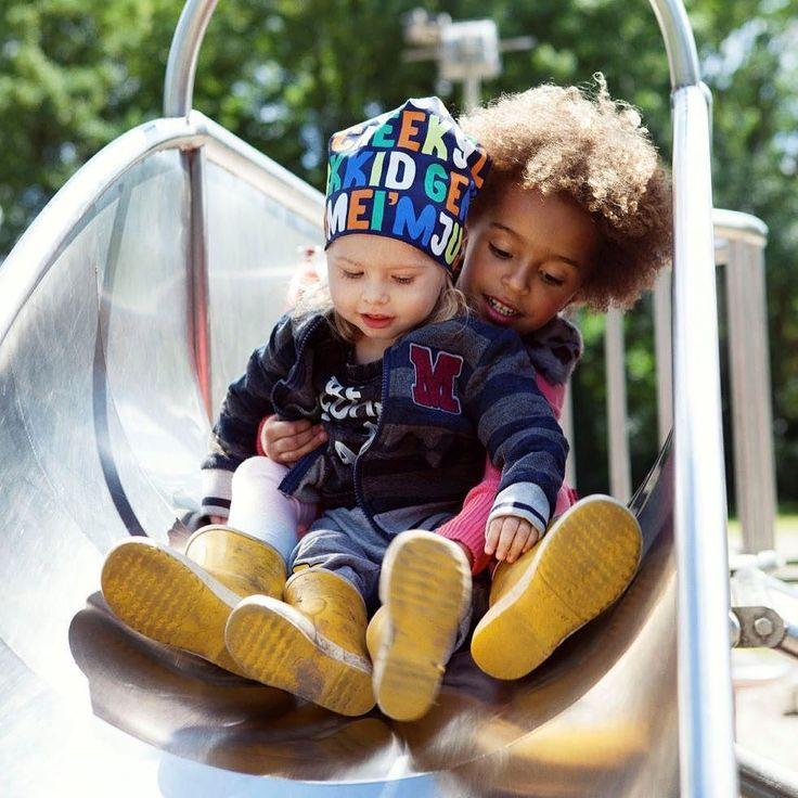 Morgen weer naar school en dan samen spelen in de meest comfortabele kleding.  Fotografie Violaine Chapallaz | Styling Jasmijn Braber | VIsagie Carmen Gonzalez  #kekmamamagazine #kekmama #magazine #kids #kindermode #styling #fashion #modespecial #kekmama9