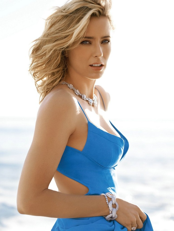 Wow, a picture of Tea Leoni looking pretty and not rail thin. I better pin this before it vanishes!