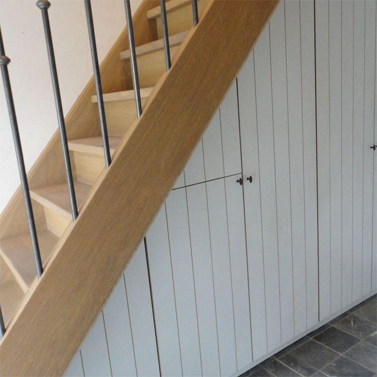 25 beste idee n over kast onder de trap op pinterest schappen onder trap trap opslag en - Opslag voor dressing ...