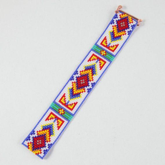 Questo bracciale Ruidoso perlina Loom è stato ispirato dai bei modelli nativi americani che vedo intorno a me qui ad Albuquerque, New Mexico. Come