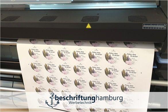 Sticker Und Aufkleber Gunstig Drucken Beschriftung Hamburg Digitaldrucke Bis 1 50m Breite Konnen Wir Drucken Mi Aufkleber Drucken Aufkleber Etiketten Drucken