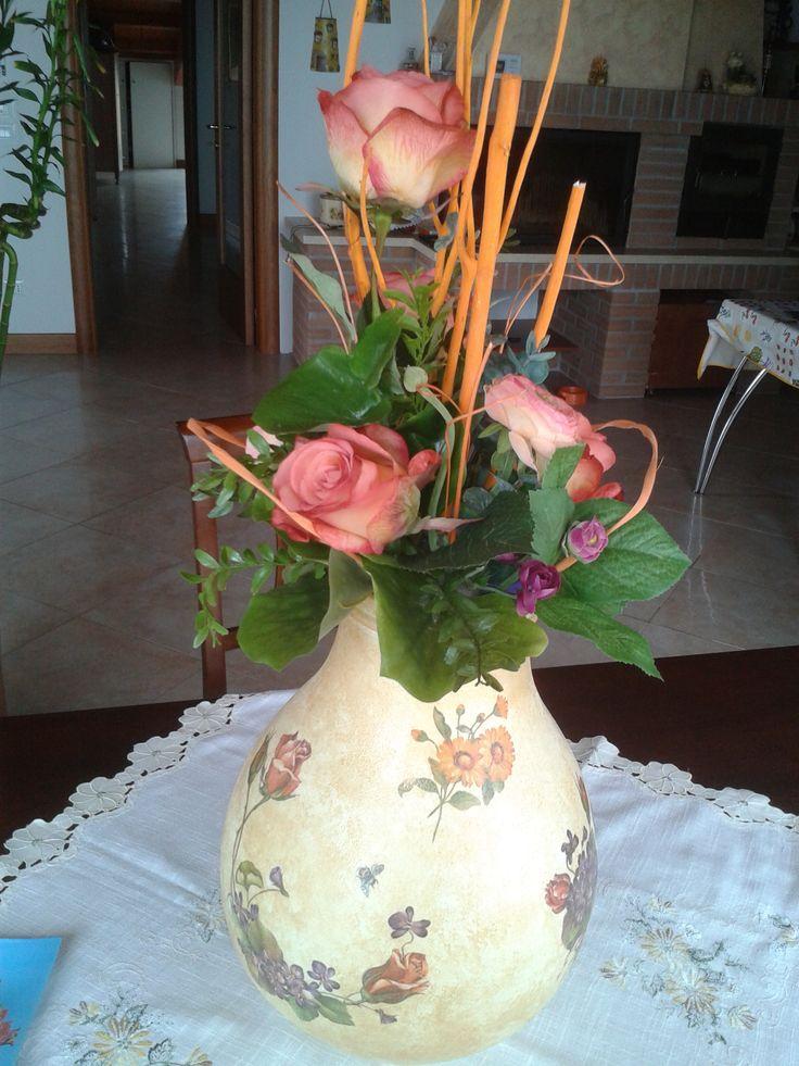 #damigiana #decoupage #hobby #ideeregalo #composizionefloreale #fiori