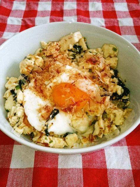 お腹満足♪卵のせ豆腐丼☆ 暑い夏にぴったり! 家にあるもので簡単に作れちゃうので、一人ランチにも♪