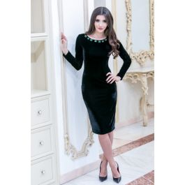 Rochia eleganta neagra midi din catifea pretioasa si cu aplicatie din pietre statement - o declaratie de eleganta si stil!