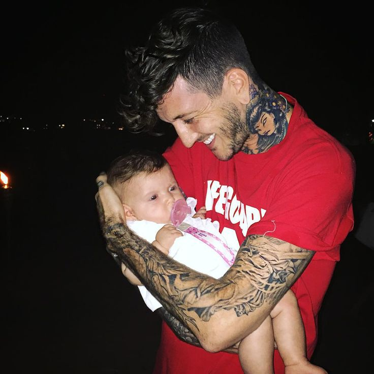 Austin Carlile but loOK AT THE BABY IT IS SO FLIPPING ADORABLE I JUST CAN'T EVEN RIGHT NOW
