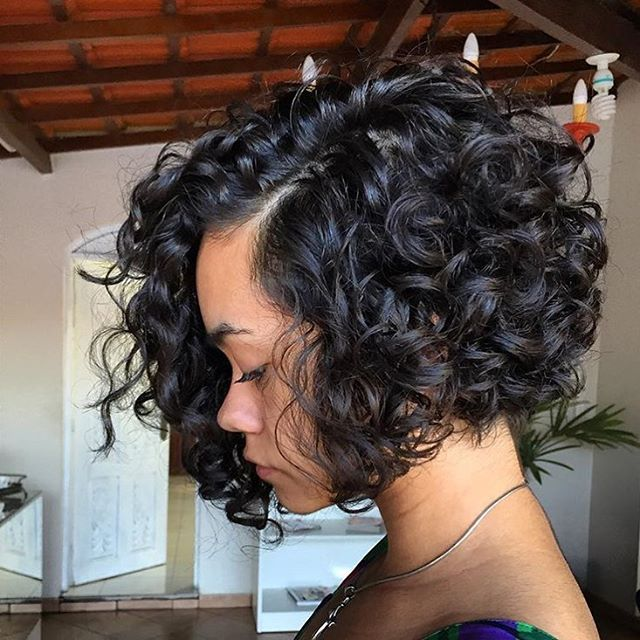 STYLIST FEATURE| Love the shape of this #curlybob styled by #BrazilStylist @marcostasti❤️ Those curls are popping➰➰➰ #voiceofhair