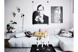 Blanco y negro y mucho arte en un apartamento de Gotemburgo