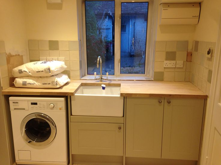 Washing machine in in the burford grey howdens utility