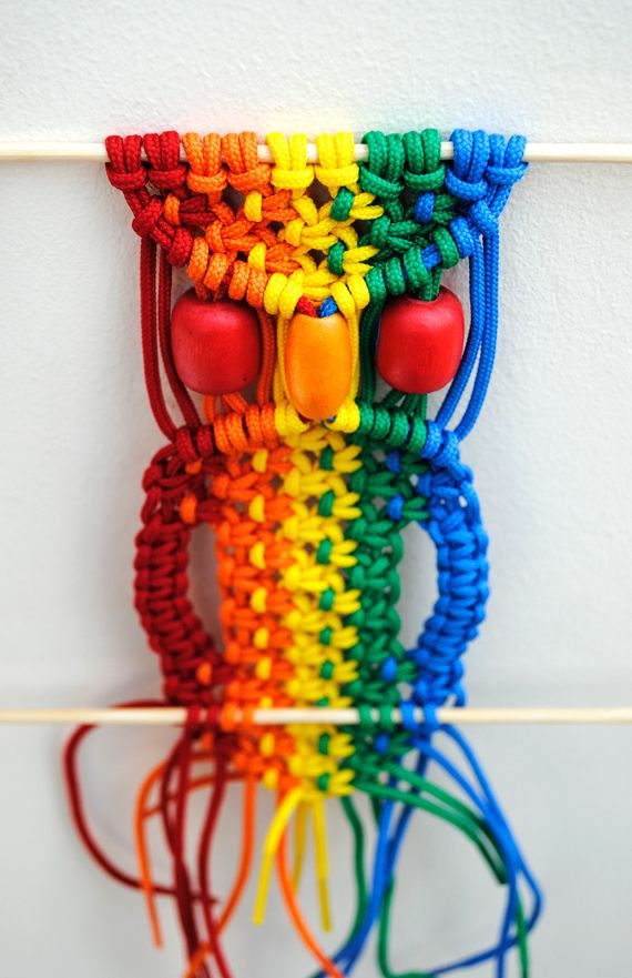 Multicoloured macrame owlOwls Pattern, Colors Crafts, Macramé Owls, Diy Crafts With Owls, Rainbows Colors, Diy Macrame Tutorials, Macrame Owls, Diy Projects, Multicoloured Macrame