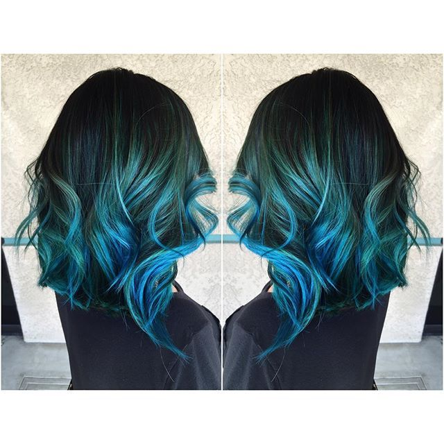 Ombré blue hair hairdressing curly short