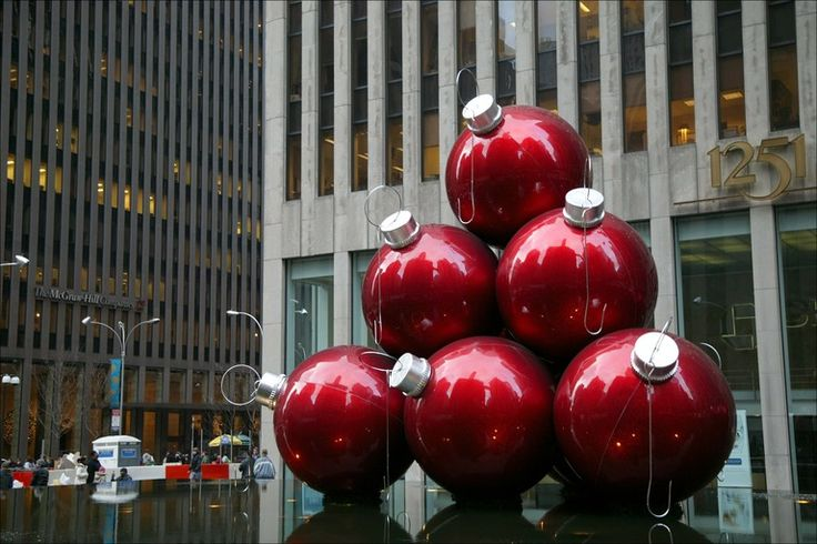christmas decorations: Christmas Time, Alternative Christmas Trees, Christmas Tree Ideas, Christmas Decorations, Alternative Christmastr, Christmas Trees Ideas, Red Christmas, Christmas Ornaments, Christmas Trees Ornaments