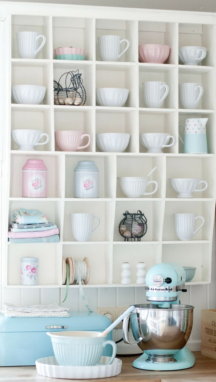 @ Minty House Blog: Display shelves in the kitchen