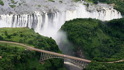 Pohled z helikoptéry je na Viktoriiny vodopády opravdu úchvatný.