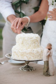 Very elegant and simple white wedding cake | torta nuziale elegante e semplice
