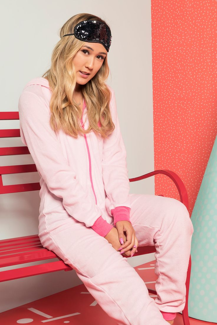[Ardene] - <p>LaurDIY x Ardene collection. Ready to flamingle? Light fleece onesie. Long sleeves. Zipper closure. Hood with flamingo face. Ribbed wrists and ankles. 100% polyester.                                            </p>