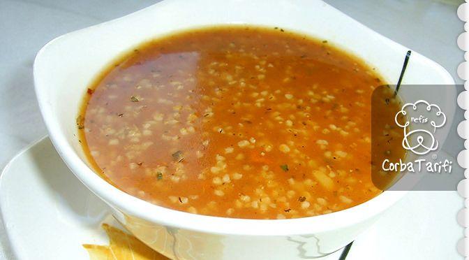 Bulgur Çorbası Tarifi Metabolizmayı hızlandırıcı etkiye sahip bir tariftir. Diyet çorbalarımız arasında yerini almıştır. Afiyet olsun. BULGUR ÇORBASI YAPILIŞI Domatesi, pırasayı, kuru soğan ve sarımsağı doğrayıp bulguru ekleyelim. 1.5 litre su koyarak sebzeler ve bulgur yumuşayana kadar pişirelim. Pişmeye yakın hardal ve zeytinyağını koyup piştikten sonra blenderdan geçirelim. Sıcakken üzerine pulbiber ve nane serpip büyük kase ile servis edilir. Afiyet olsun.