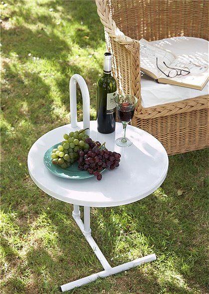 """Mit diesem Beistelltisch bleiben Sie flexibel, da er in der Höhe der Tischplatte verstellbar ist. Praktisch ist auch sein """"Henkel"""" mit dem er leicht zu transportieren ist. Der Tisch ist in weiß, grün und rot bestellbar, geliefert wird er zerlegt.(Farbe Weiß ist ausverkauft). Weitere schöne Produkte von CAR MÖBEL zum Thema Garten finden Sie hier. Stöbern Sie in unserer Kategorie CAR MÖBEL und lassen Sie sich inspirieren."""