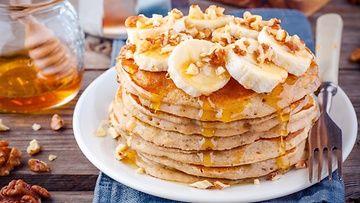 Tästä reseptistä ei ole pidetty turhaan meteliä. Pannukakut ovat supermaukkaita ja täyttäviä, eikä niitä voi laskea herkuksi, sillä taikinaan ei laiteta lainkaan valkoista sokeria, jauhoja, eikä rasvaa.