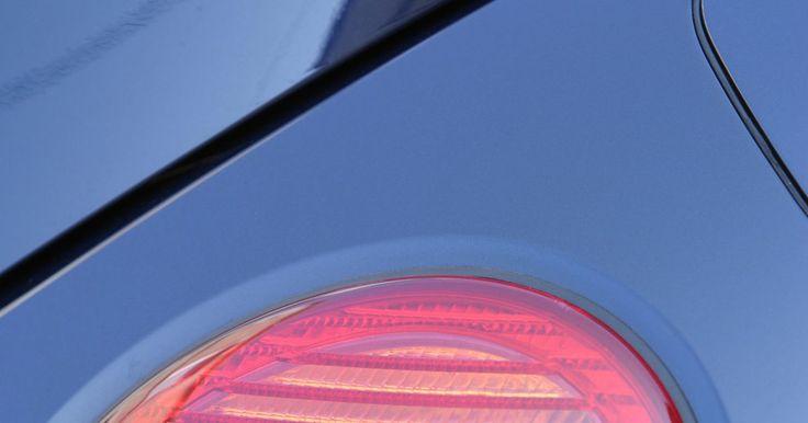 Cómo ajustar un repuesto de luz trasera en un X-Trail. La Nissan X-Trail es una SUV vendida en muchos lugares en el mundo, aunque no se vende en Estados Unidos, pero comparte muchos componentes con vehículos Nissan de ese país. Colocar el repuesto de luz trasera es muy sencillo. Solo asegúrate de usar el número de foco correcto al reemplazar la luz trasera.