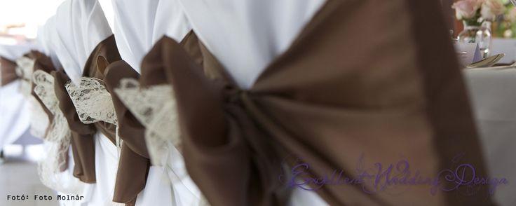 Esküvői dekoráció, barna esküvői dekoráció, barna székmasnik