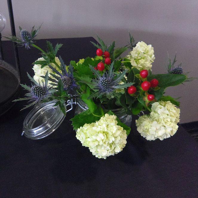 Installation du showroom pour les dégustations chez Cirette Traiteur. #sarahfarsyscénographie #whitepanama #dégustation #mariage #bouquet #chardon #bocal