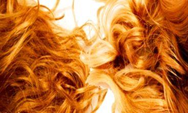Éclaircir ces cheveux naturellement ? Faire un flash blond ? Retrouver ces cheveux de l'été en mode surfeuse californienne ? Followez moi j'ai que des bonnes idées sur le sujet :) #wavyeffect #summer #blondecommelesblés