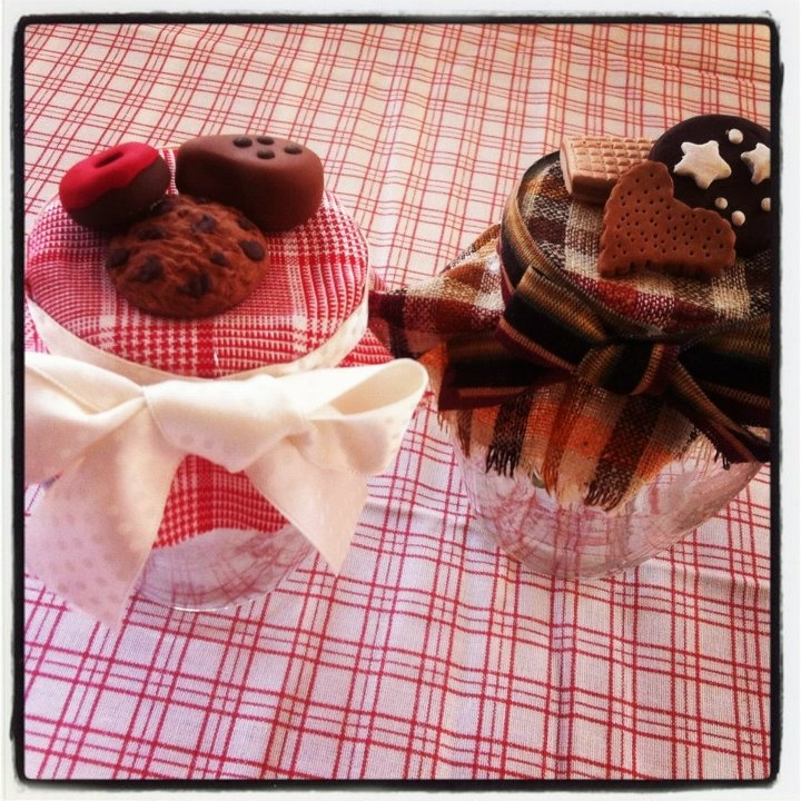 vasetti ricoperti di biscotti di fimo ideali per bomboniere o regali alle amiche!