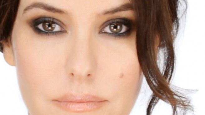 Chanel - Lisa Eldridge İle Klasik Dumanlı Göz Makyajı Yapımı - Chanel makyaj uzmanı Lisa Eldridge tarafından klasik dumanlı göz makyajı uygulaması (Lisa Eldridge Classic Smokey Eye Makeup Video)