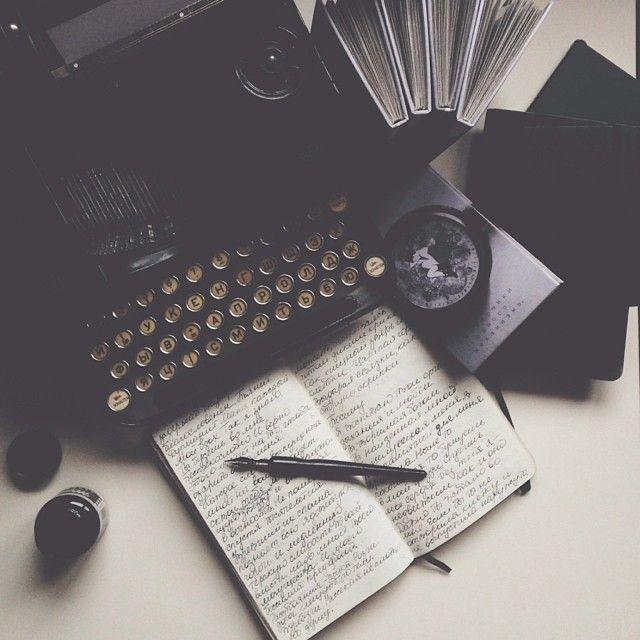 altså, selvfølgelig skal jeg ha en gammel typewriter. gjør seg like godt i stua…