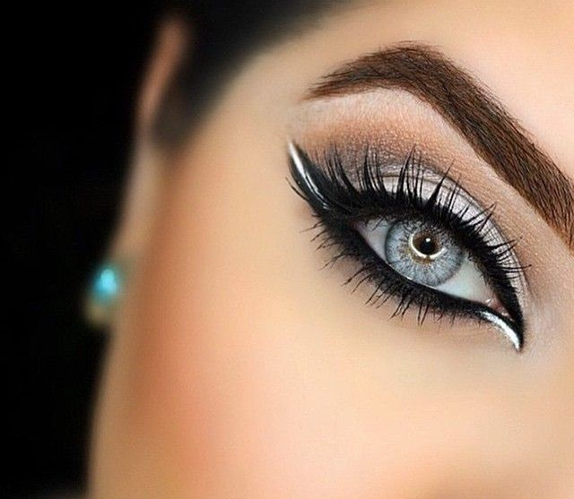 How to apply eyeshadow are the best tools to make your eye dazzling, stunning and eye catching. Here we provide you some perfect combinations of eyeshadow which helps you in selecting a perfect pair of color.