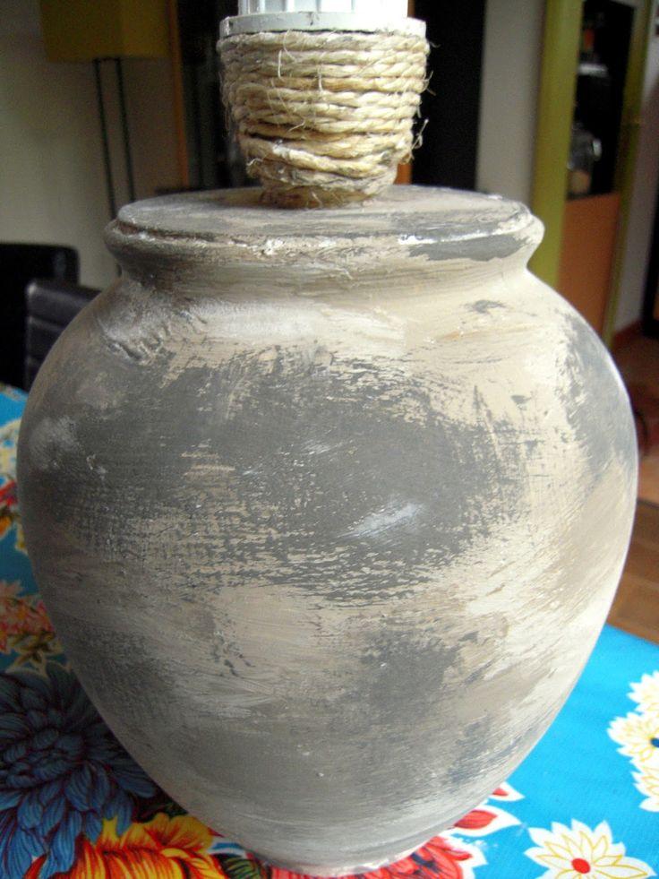 Het vervolg van de gebroken vaaslamp. Aangezien ik de kap, de fitting en het snoer nog had, was het nu een kwestie van een vaas zoeken en...