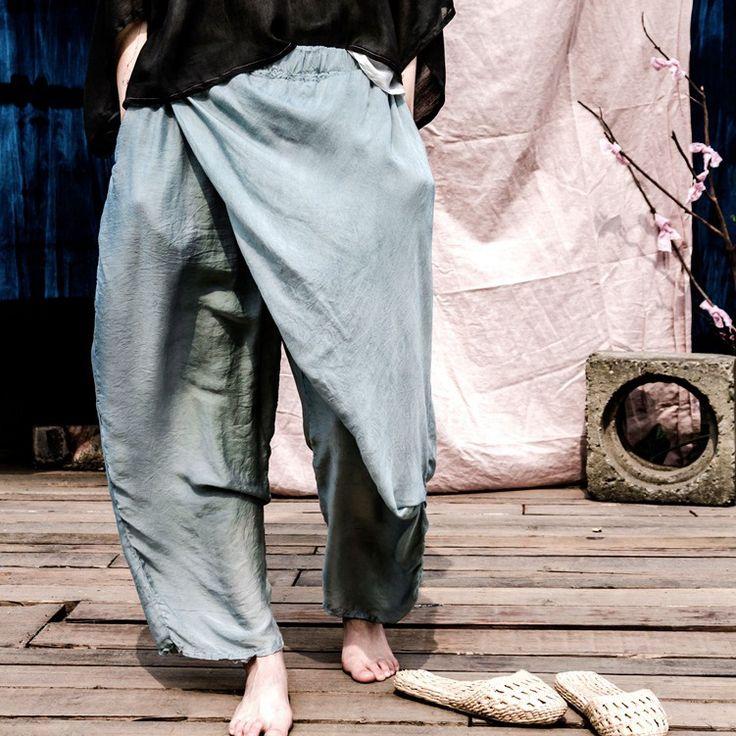 Купить товар2017 китайский стиль весна новые оригинальные женские шелковые брюки эластичный пояс свободные высокое качество повседневные винтажные брюк штаны шаровары в категории Брюки и бриджина AliExpress. 2017 китайский стиль весна новые оригинальные женские шелковые брюки эластичный пояс свободные высокое качество повседневные винтажные брюк штаны-шаровары