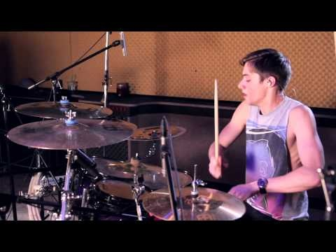 Tommy Lee has always been my favorite but recently this guy has become the new favorite, insanely good and the tricks are sick!!! This is Luke Holland (drums for the word alive) - Paramore - Misery Business Drum Cover