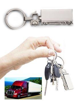 Fémből készült, kamion formájú kulcstartó. Egy fuvarozó kulcscsomója nem igazi enélkül, így biztosak lehetünk benne, hogy kihez tartozik a gép. Fényes...